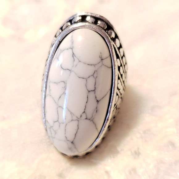 Jewelry - White Crackled Stone Cocktail Ring